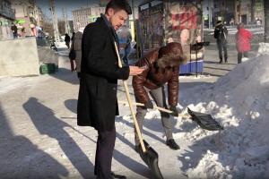 убирающие снег чиновники оказались актерами