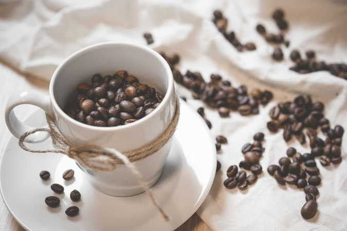 Чашка с кофейными зернами