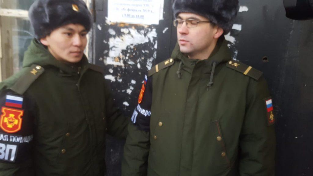 Военные полицейские возле дома на Большой Пироговской