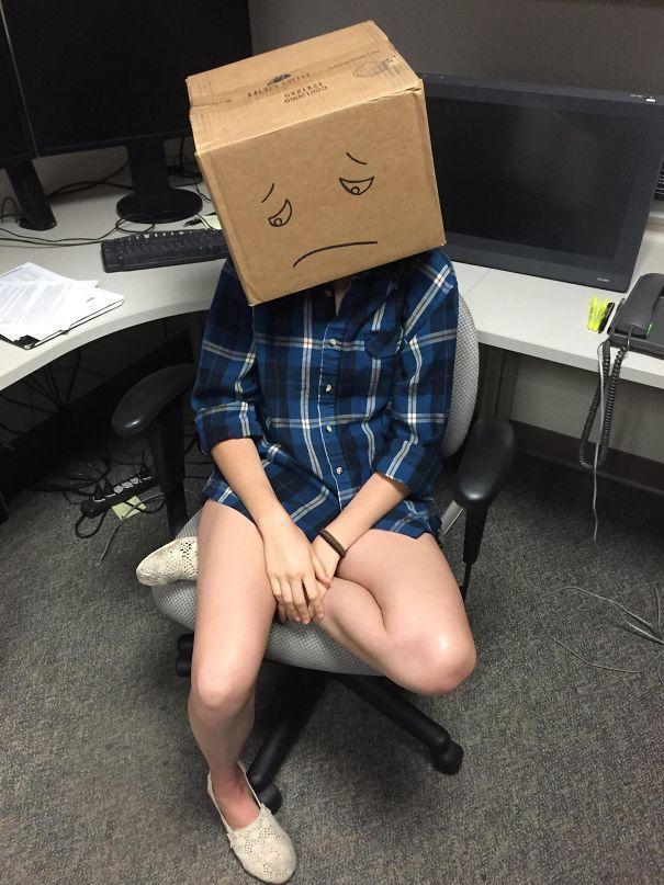 У моего друга в офисе есть «Коробка стыда», которую надевают на тех, кто задаёт глупые вопросы