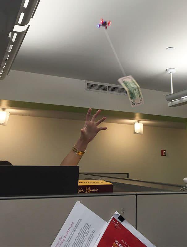 Я хотел отдать долг своему коллеге, но он не смог его поймать