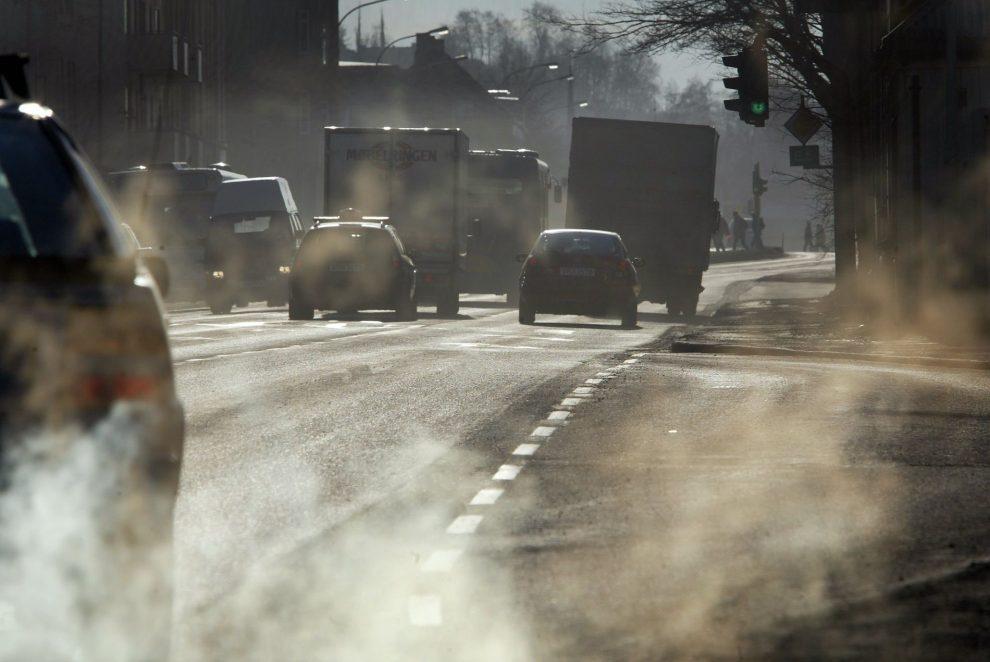 пыль колеса машин
